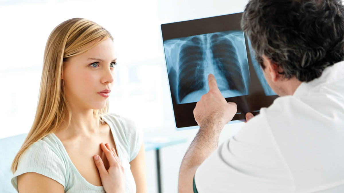 Asthma patient talking to a doctor
